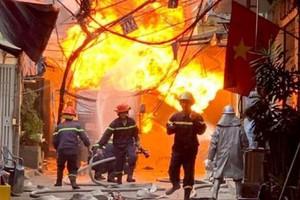 Cháy nhà giữa trung tâm Sài Gòn, cả khu phố náo loạn