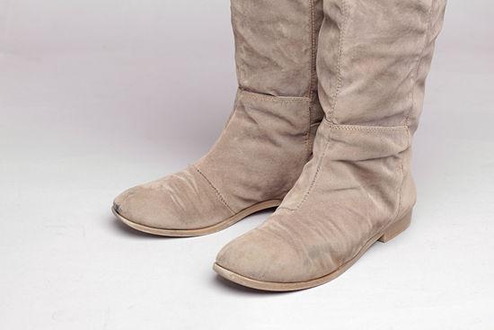 cách làm sạch giày da lộn 12