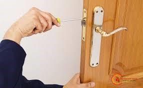 Hiệu chỉnh lại khe hở trước khi tháo cửa