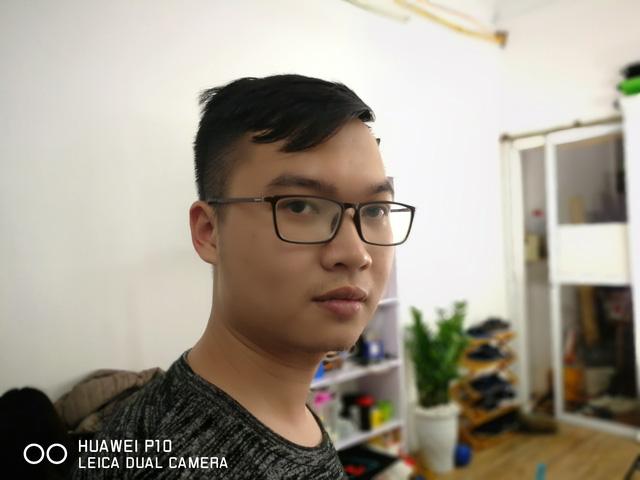 Bên cạnh đó, Huawei P10 còn có chế độ chụp chân dung (Portrait Mode) giống với iPhone 7 Plus. Không chỉ xóa phông, chế độ này còn có một số điều chỉnh về da mặt để đem lại một bức ảnh đẹp hơn.