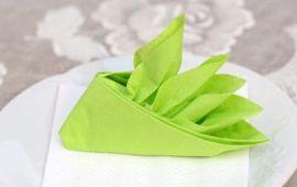 Độc đáo với giấy ăn gấp hình chiếc thuyền