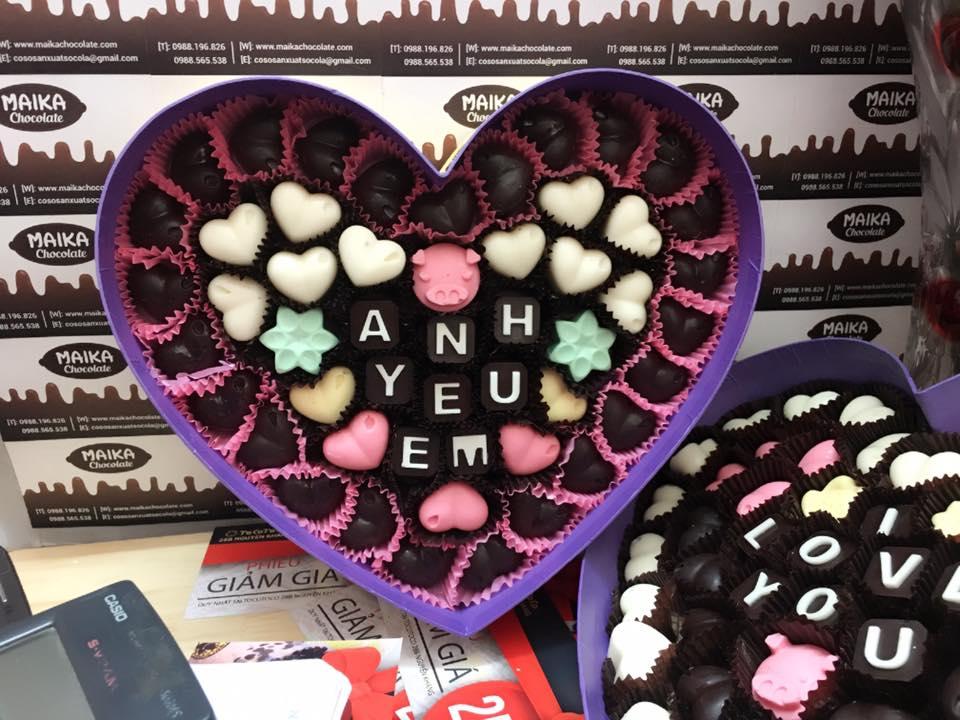Hộp socola hình tim khắc chữ