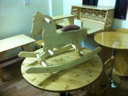 Ngựa bập bênh gỗ