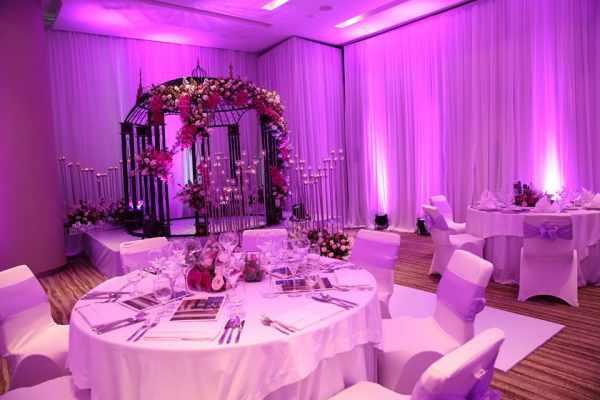 đám cưới màu tím