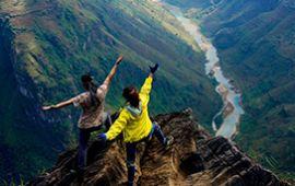 Những mỏm đá nguy hiểm nhất thế giới khiến dân phượt phấn khích
