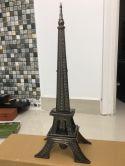 dao găm tháp Eiffel Pháp trưng bày phong thủy may mắn