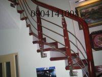 Những mẫu cầu thang inox đã không còn xa lạ với khách hàng