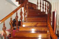 Những chiếc cầu thang gỗ đẹp cho mọi căn hộ
