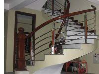 Cầu thang inox tay vịn gỗ - điểm nhấn nhỏ ấn tượng lớn cho nội thất gia đình