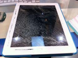 Thay màn hình máy tính bảng Apple Ipad 2,3,4 và ipad air 1,2,3 chất lượng cao