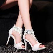 Giày cổ cao đính đá BeBe