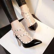 Giày cao gót đinh tán hở gót