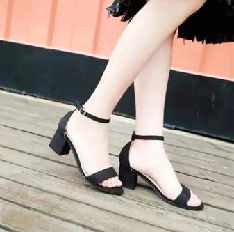 giay-sandal-cao-got-vuong-da-lon