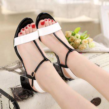 Giày Gót Vuông Quai Cài 01