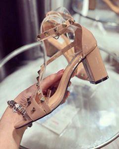 Giày sandal đế vuông đinh