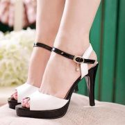 Giày cao gót phối màu