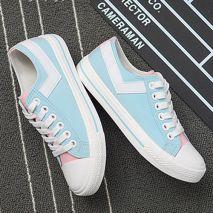 Giày thể thao phối màu