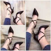 Giày cao gót đinh tán chéo 2 bê