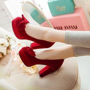 Giày gót vuông bít mũi nơ