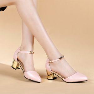 Giày gót vuông quai trang trí