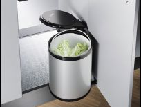 Thùng rác tự động gắn vào cánh tủ bếp