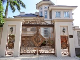 Cửa cổng biệt thự đẹp với phong cách hiện đại phù hợp với Vinhomes Hà Nội