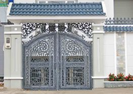 Mẫu cổng nhà biệt thự đẹp nhôm đúc Hoa Mai đẹp nhất