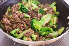 Thịt bò xào súp lơ xanh