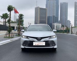 Xe Toyota Camry 2.0G 2019 - Trắng