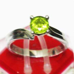 Nhẫn nữ màu xanh lá cây