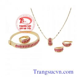 Bộ trang sức vàng tây đính đá ruby đẹp-TSVN