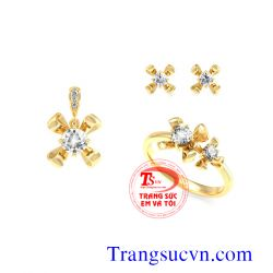 Bộ kim cương thiên nhiên vàng tây đẹp