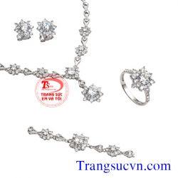 Bộ trang sức vàng trắng đính kim cương  đẹp